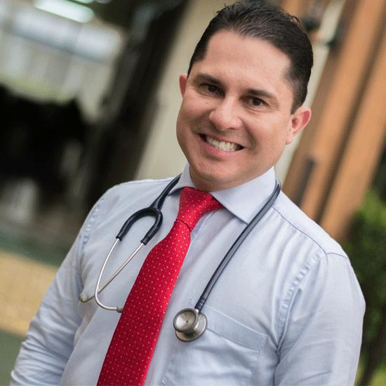 El Dr. Barahona es el director del Instituto Costarricense de Metabolismo (ICOMET). Atiende a sus pacientes en Hospital Clínica Bíblica.